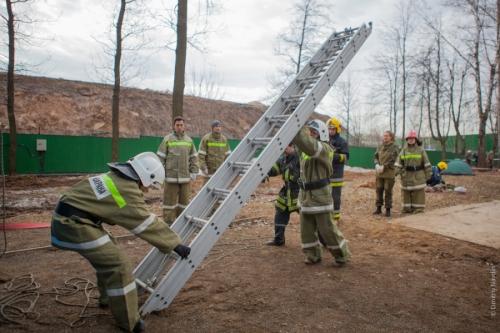 использование пожарной лестницы