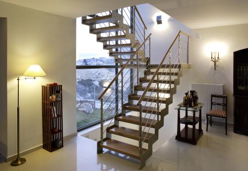 металлическая лестница с площадкой