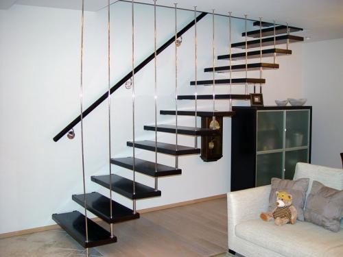 лестница в углу дома