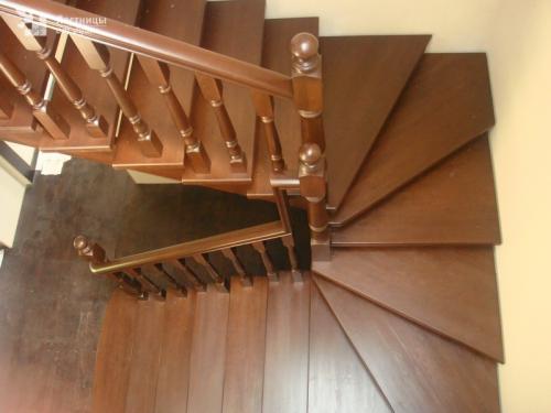 Лестница в 180 градусов для второго этажа