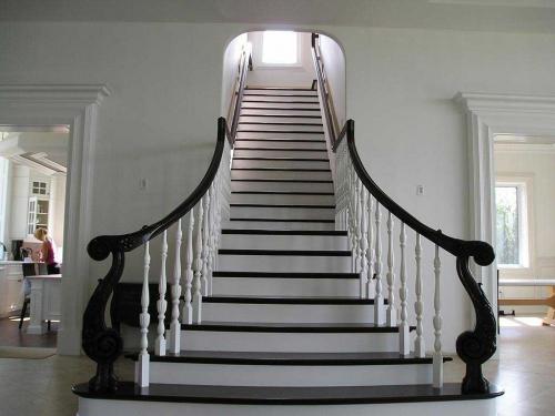 сколько стоит лестница в частный дом